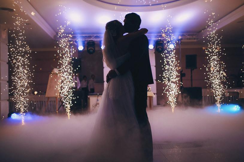 Czy wesele ma odzwierciedlać wasze charaktery i preferencje, czy spełniać oczekiwania innych? /123RF/PICSEL