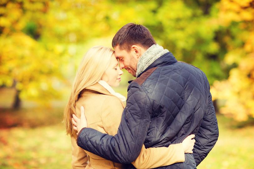 Czy widziałaś, że szczęśliwy związek wydłuża życie? /123RF/PICSEL