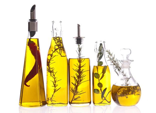 Czy wiecie, że olej może odchudzać? /123RF/PICSEL