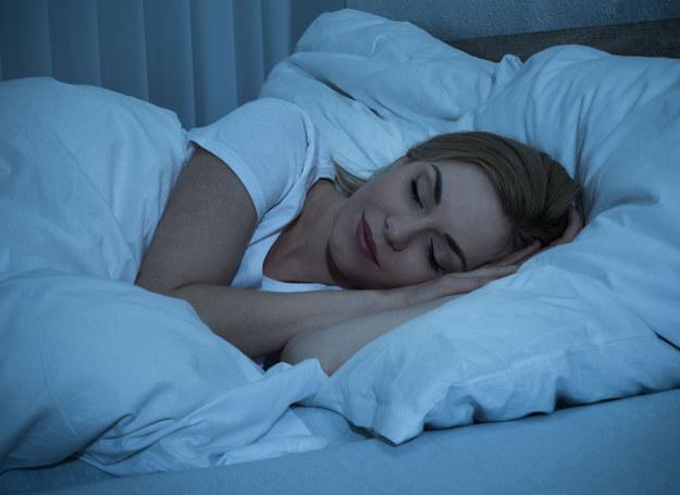 Czy wiesz, jakie pułapki czyhają na cukrzyka... w łóżku? /123RF/PICSEL