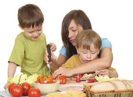 Czy wiesz, że owoce i warzywa są zdrowe? Na pewno /ThetaXstock