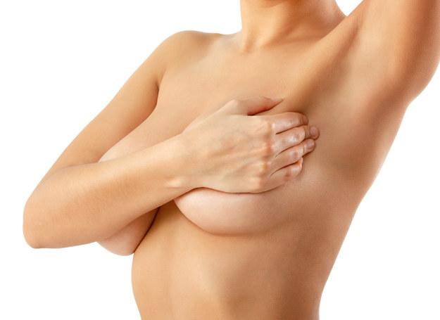 Czy wiesz, że podczas ciąży piersi mogą się powiększyć nawet o 2-3 rozmiary? /123RF/PICSEL