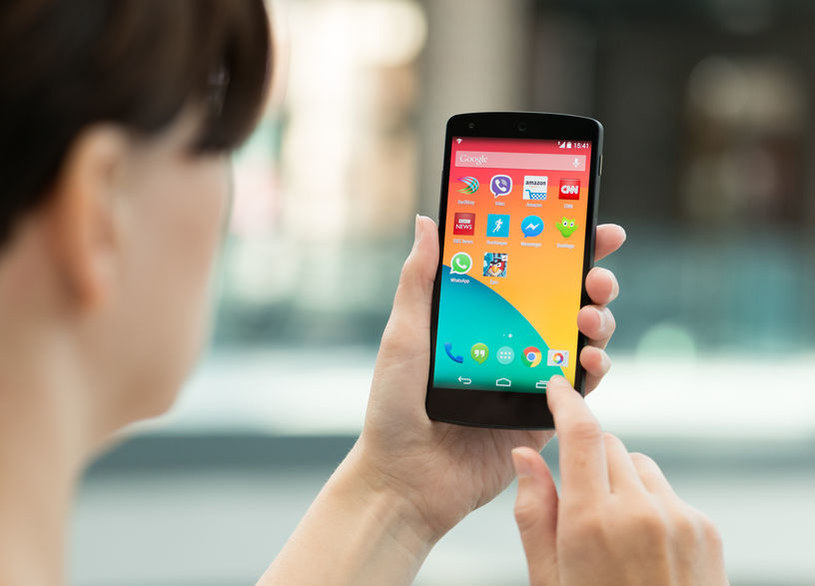 Czy wkrótce Google będzie dostarczał nie tylko soft do smartfonów, ale i internet? /123RF/PICSEL