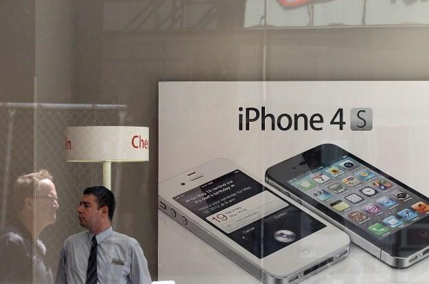 Czy wkrótce pojawią iPhone'y z giętkimi ekranami? /AFP
