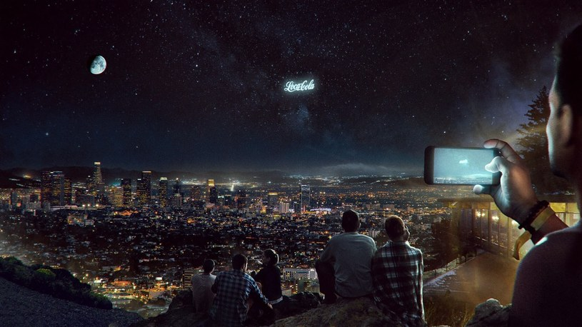 Czy wkrótce także nocne niebo będzie zaśmiecone reklamami? /materiały prasowe