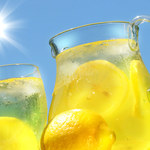 Czy woda z cytryną oczyszcza nasz organizm z toksyn?