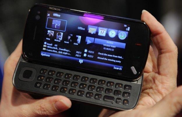 Czy współpraca Microsoftu z Nokią oznacza definitywny koniec systemu Symbian /AFP