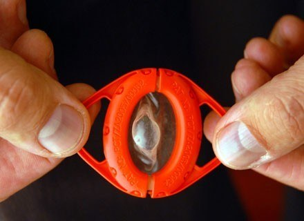 Czy wystarczy miesiąc znajomości, by zapomnieć o prezerwatywie? /AFP