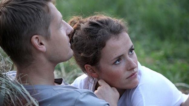 Czy wytrwają w postanowieniu, by przeprowadzić się na wieś? /www.mjakmilosc.tvp.pl/