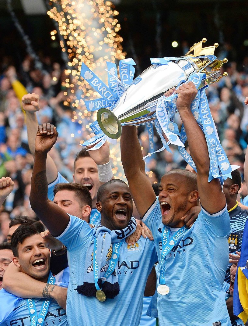 Czy Yaya Toure w nowym sezonie znowu będzie świętował mistrzostwo Anglii? /AFP