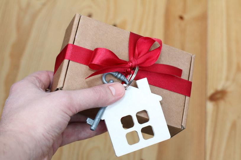 Czy za darowanie mieszkania trzeba zapłacić podatek? /123RF/PICSEL