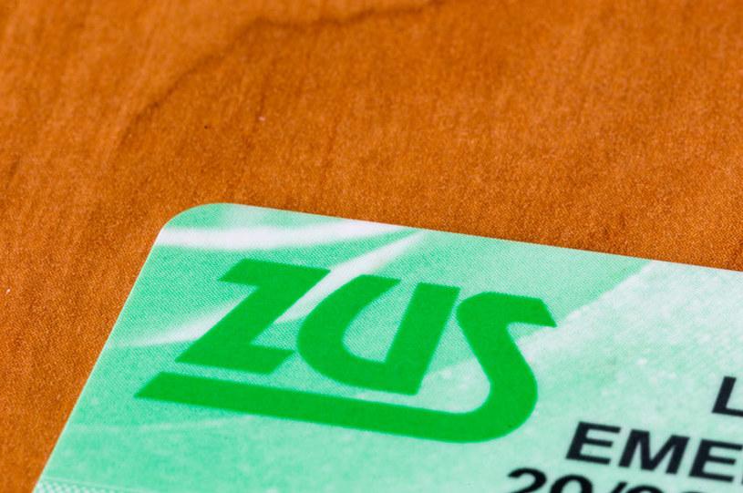 Czy zabraknie pieniędzy na wypłatę emerytur? /123RF/PICSEL
