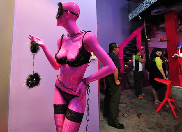 Czy zakupy w sex-shopie to wstyd? /AFP