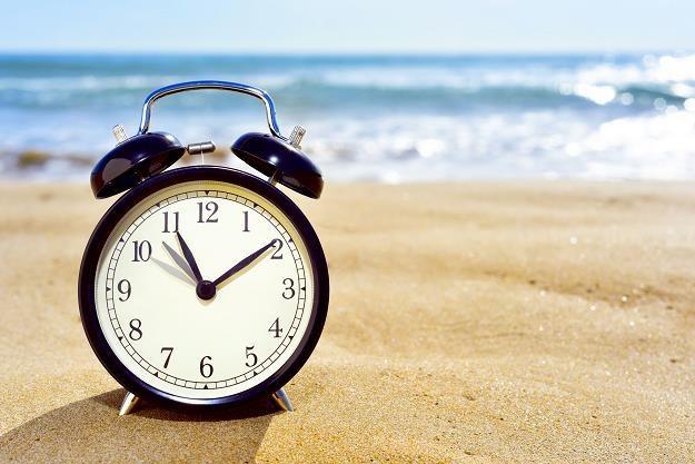 Czy zmiana czasu na letni przyniesie oszczędności w firmie? /©123RF/PICSEL