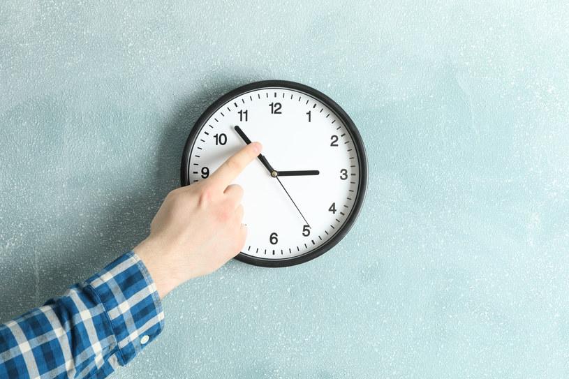 Czy zmiana czasu na letni wpływa negatywnie na nasze samopoczucie? /123RF/PICSEL