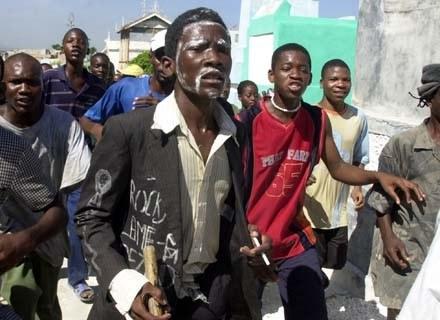 Czy zombi to ofiary voodoo? Nz. wyznawcy tego kultu /AFP