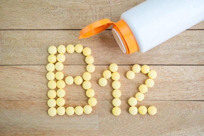 Czym grozi niedobór witaminy B12? /©123RF/PICSEL