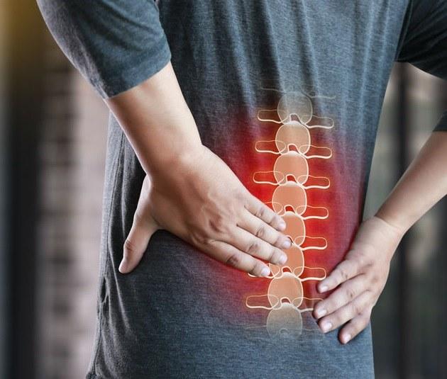 Czym jest ból korzonków i jak z nim walczyć? /©123RF/PICSEL