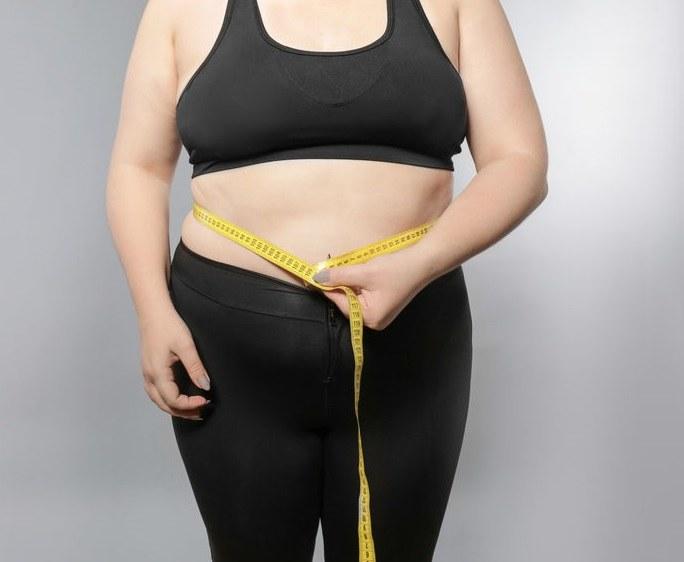 Czym jest brzuch tarczycowy? /©123RF/PICSEL