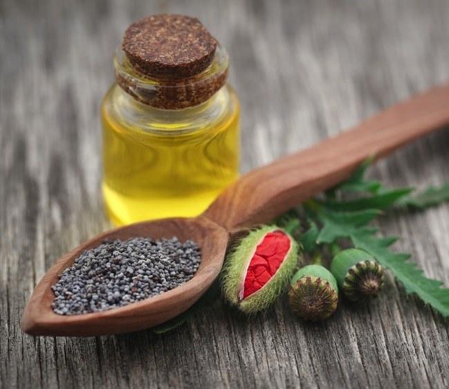 Czym jest olej makowy i jak go stosować? /©123RF/PICSEL