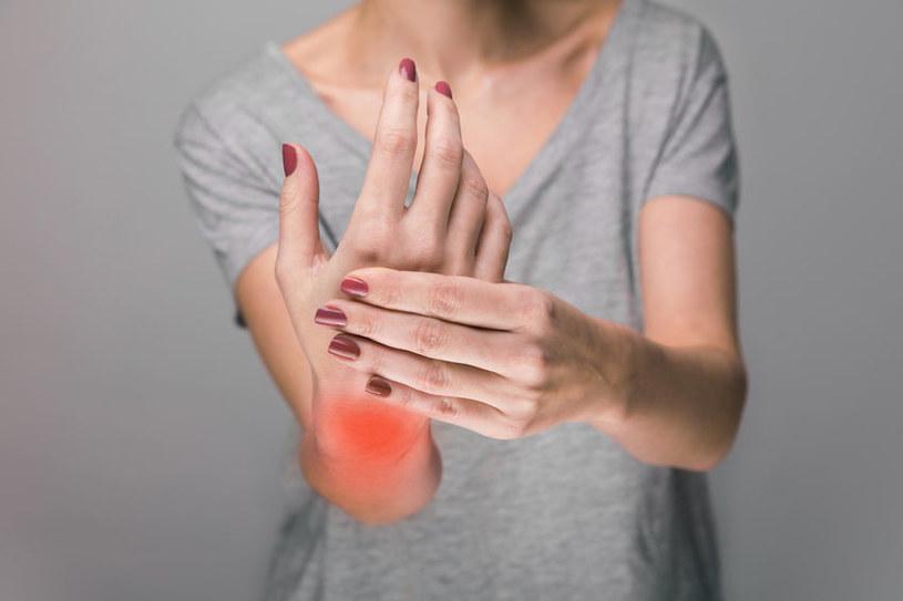 Czym jest reaktywne zapalenie stawów? /©123RF/PICSEL