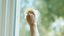 Czym myć okna, żeby nie było smug?