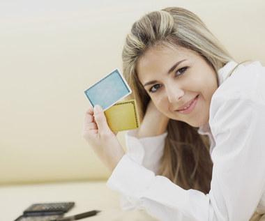 Czym się różni karta kredytowa od debetowej?