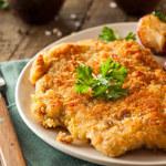 Czym zastąpić bułkę tartą? Pomysły na panierki do mięs i warzyw