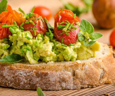 Czym zastąpić masło? Najzdrowsze pasty do chleba