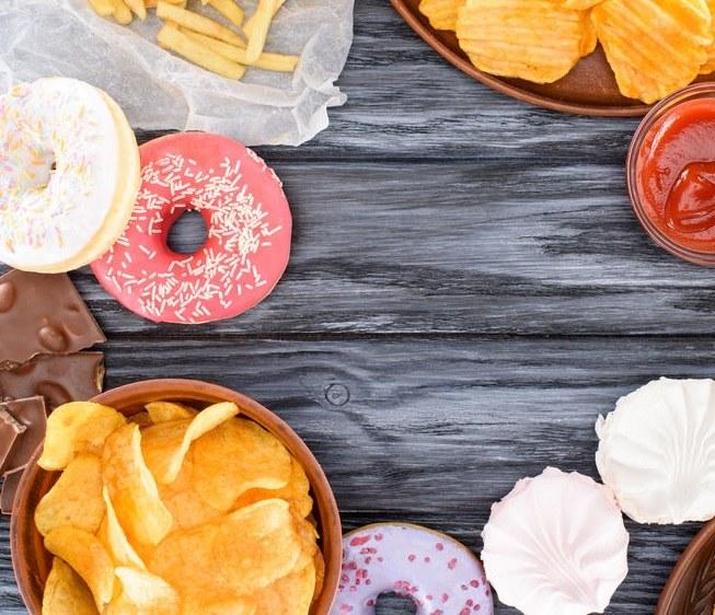 Czym zastąpić słodycze i niezdrową żywność? /©123RF/PICSEL