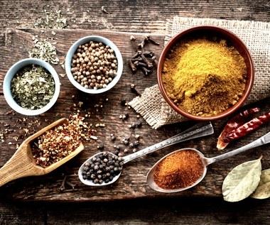 Czym zastąpić sól? Pięć zdrowych propozycji