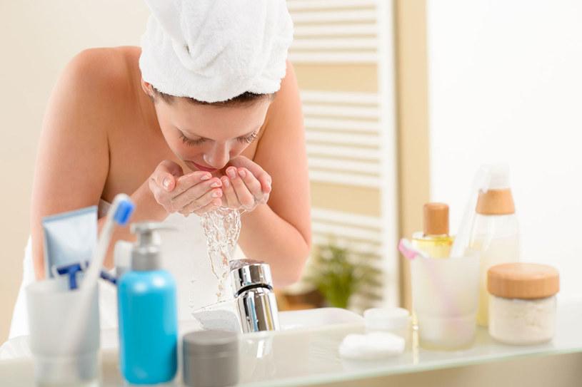 Czym zmywać twarz? /123RF/PICSEL