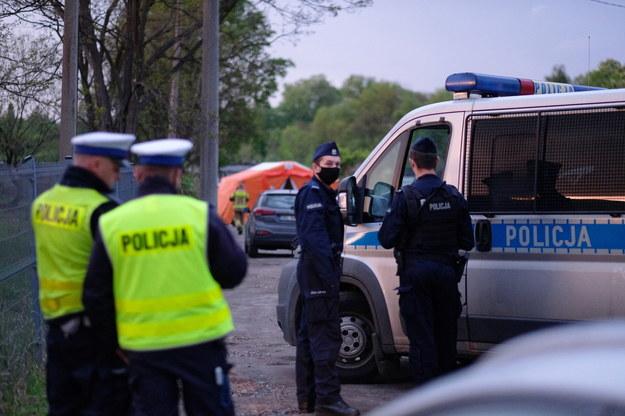 Czynności policji w związku z zabójstwem poszukiwanego chłopca /Andrzej Grygiel /PAP