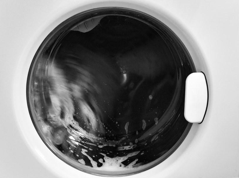 Czyść bęben pralki /©123RF/PICSEL
