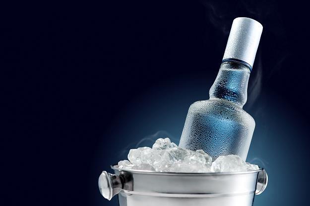 Czysta wódka w odwrocie! Polacy wybierają inne trunki /©123RF/PICSEL