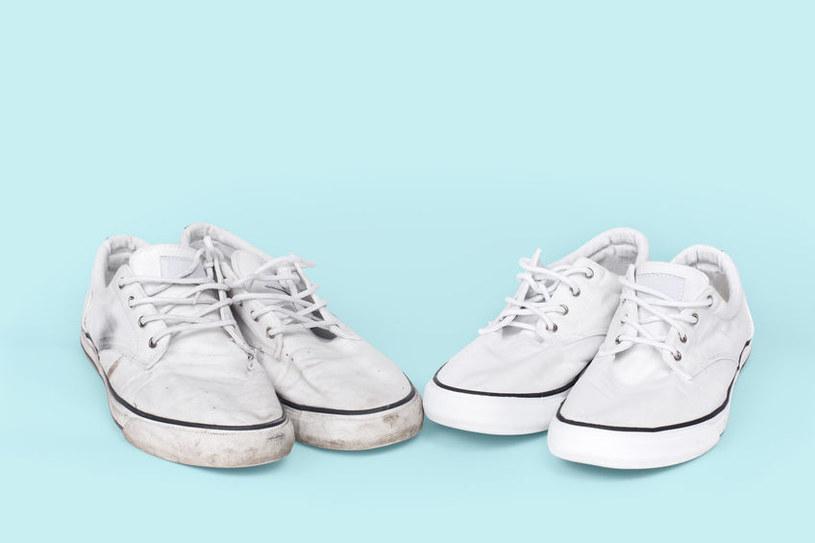 Czyszczenie białych butów /©123RF/PICSEL