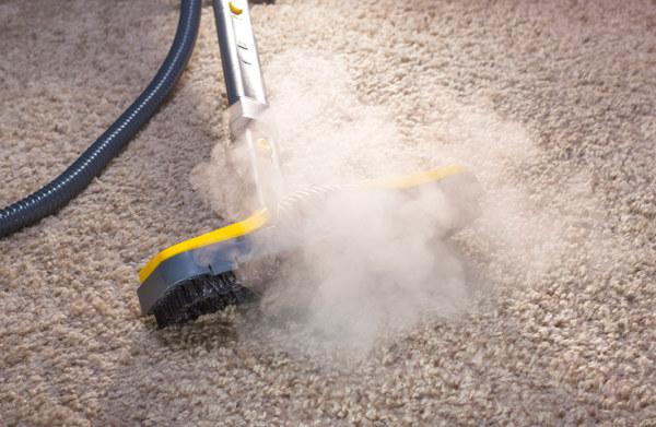 czyszczenie dywanu /© Photogenica