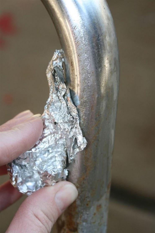 czyszczenie folią aluminiową /© Photogenica