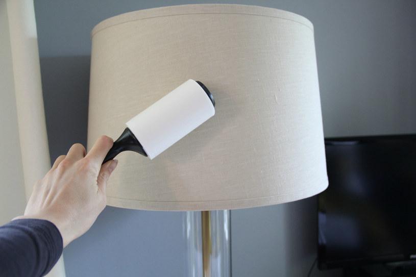 czyszczenie lampy /© Photogenica