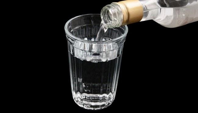 Czyszczenie wódką /© Photogenica