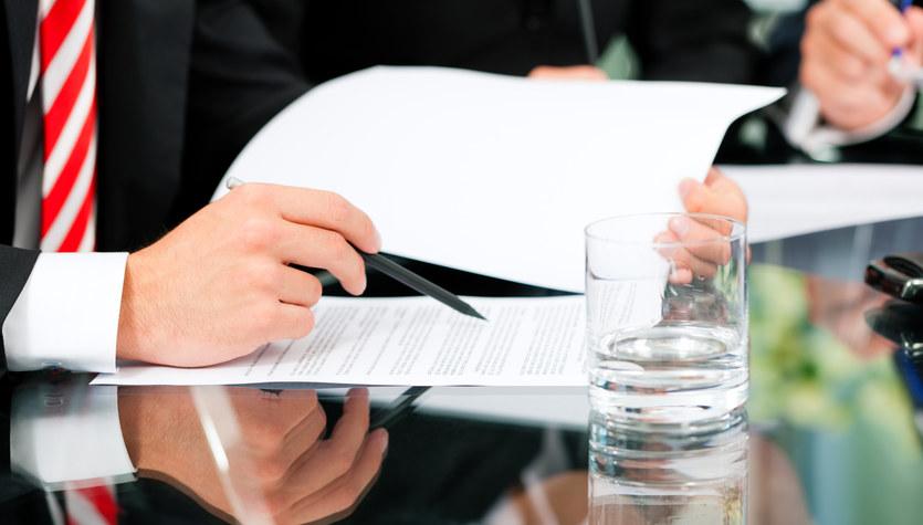 Czytaj każdą umowę, a jeśli nie rozumiesz – nie podpisuj