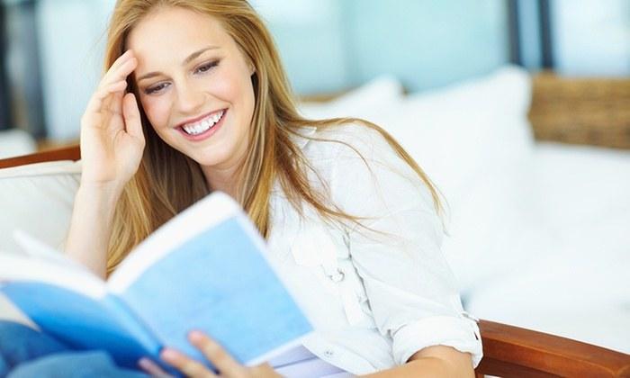 Czytanie książek zalety /© Photogenica