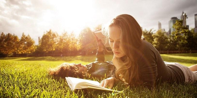 czytanie książek /© Photogenica