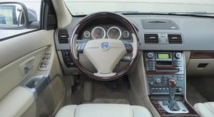 Czytelny zestaw wskaźników, intuicyjna obsługa dźwigienek i przełączników. /Motor