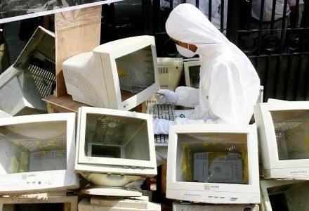 Czyżby kryzys przyczynił się do początku końca komputerów stacjonarnych? /AFP