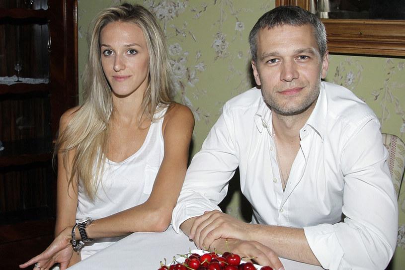 Czyżby Michał Żebrowski chciał zamknąć swoja żonę w złotej klatce?  /Jarosław Wojtalewicz /AKPA