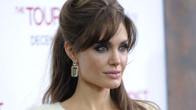 Czyżby te kolczyki także były dziełem Angeliny Jolie? / fot. Stephen Lovekin /Getty Images/Flash Press Media
