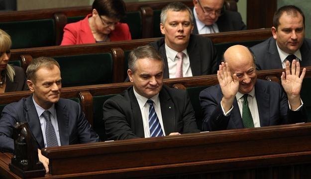 D. Tusk, W. Pawlak i J. Rostowski na sali obrad podczas pierwszego czytania projektu budżetu /PAP