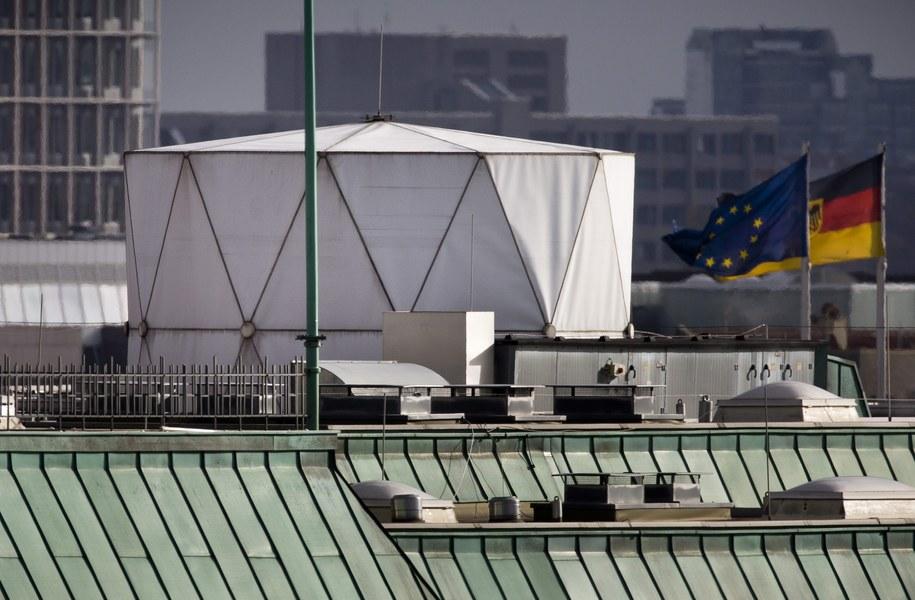 Dach brytyjskiej ambasady w Berlinie /MICHAEL KAPPELER /PAP/EPA
