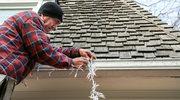 Dach w świątecznej odsłonie: Jak ozdobić dom lampkami?